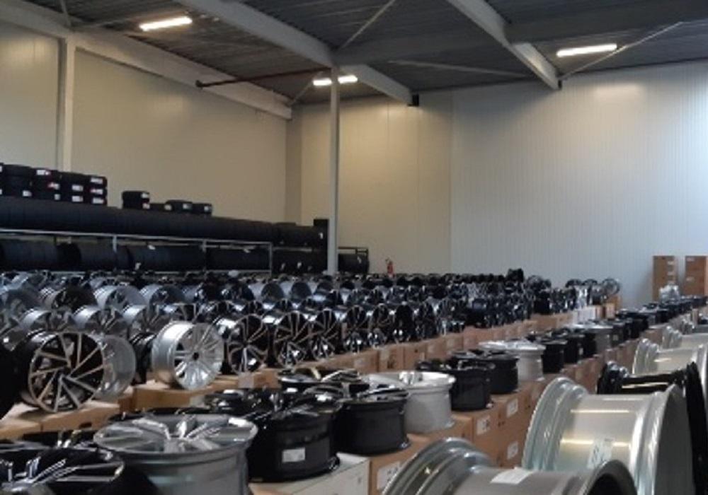 Grote partij namaakvelgen in beslag genomen bij Brabants autobedrijf